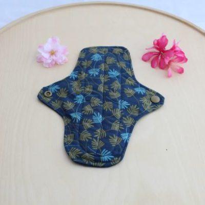 Serviette Hygiénique Lavable Taille M Motifs Feuilles Bleues Et Dorées