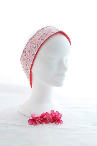 Bandeau Cheveux Pour Soin Démaquillant Motifs Fleurs Parme Et Rose Fond Blanc
